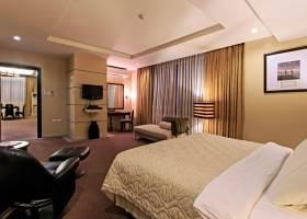 Penthouse Suite, Parklane Hotel